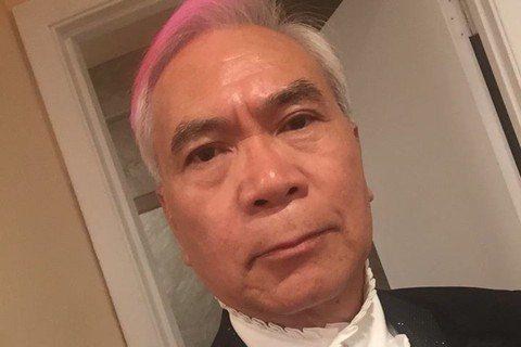 69歲港星李龍基,出道多年,是宮廷劇裡的「御用皇帝」,而他的私生活和皇帝一樣風流,曾大方坦承自己多情,年輕時有過一段婚姻,並育有3個孩子,最後離婚收場,直到20年前,他認識年紀相差達28歲的現任太太...