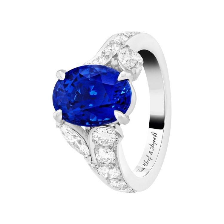 Jasmin單顆寶石戒指,鉑金鑲嵌圓形及馬眼形切割鑽石,單顆4.55克拉的橢圓形...