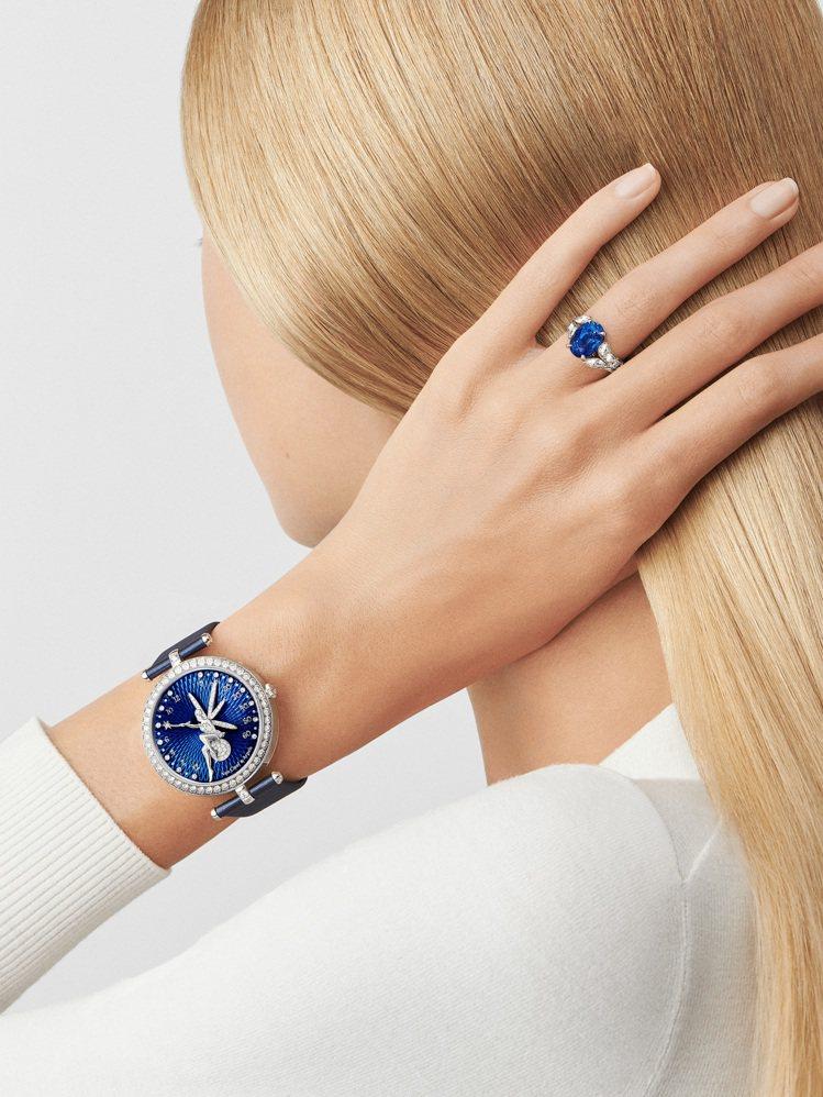 模特兒配戴Jasmin單顆寶石戒指,鉑金鑲嵌圓形及馬眼形切割鑽石,單顆4.55克...