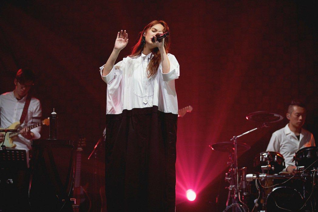 楊丞琳舉行「刪·拾 以後」線上音樂會陪粉絲共度浪漫白色情人節。圖/環球音樂提供