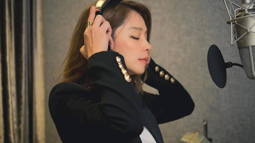 徐若瑄錄製新歌。圖/摘自徐若瑄臉書