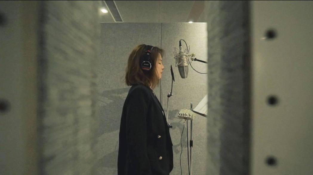 徐若瑄录制新歌。 图/摘自徐若瑄脸书
