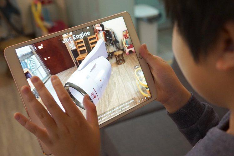 活用科技工具讓在家學習變得更有趣。圖/蘋果提供