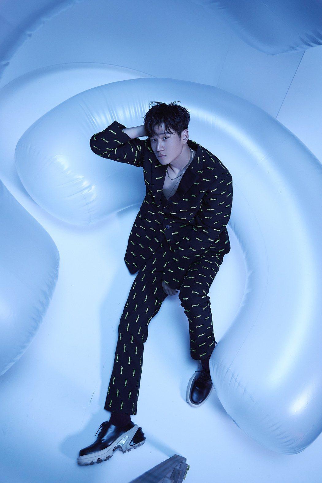 周興哲為新歌「一樣美麗」拍攝MV。圖/星空飛騰提供