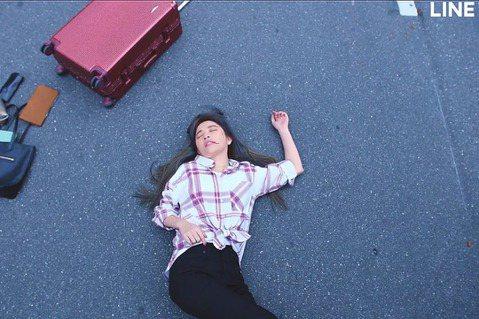 許維恩參演港劇「法證先鋒IV」在LINE TV同步跟播中,劇中她飾演男主角黃浩然疑似失散在台灣的妹妹,不僅全程粵語演出,更挑戰車禍戲,吐血場面超驚悚。許維恩提到,拍攝前她特地找會粵語的朋友特訓,在發...