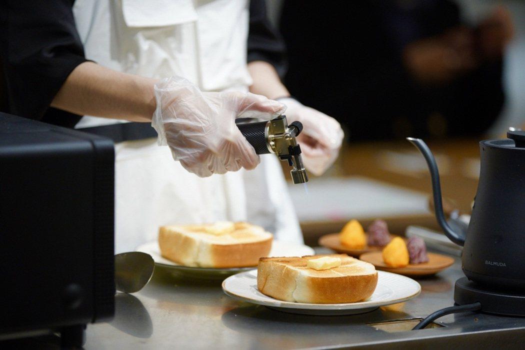 陳耀訓特製山型吐司現場搭配無鹽奶油、金山黃金地瓜及萬丹紅豆泥,味覺層次豐富。 圖...