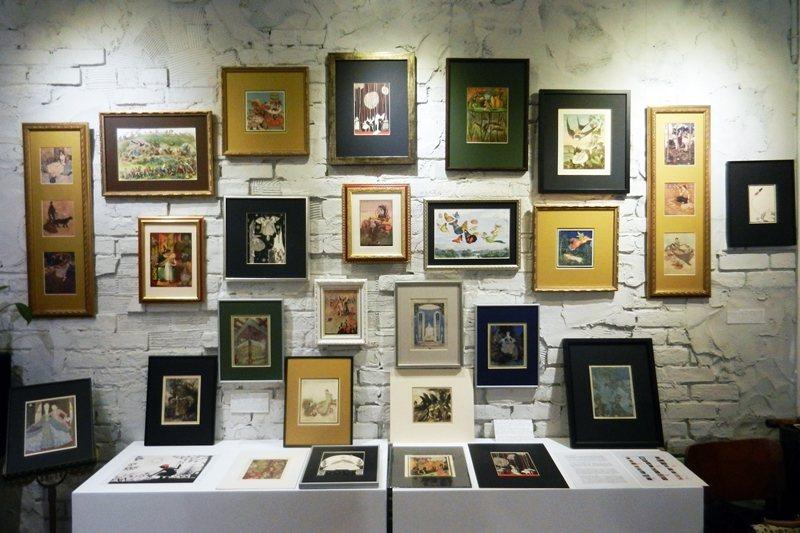 「插畫黃金時代」三大巨匠經典作品,攝於舊香居「藝空間」。 圖/作者提供