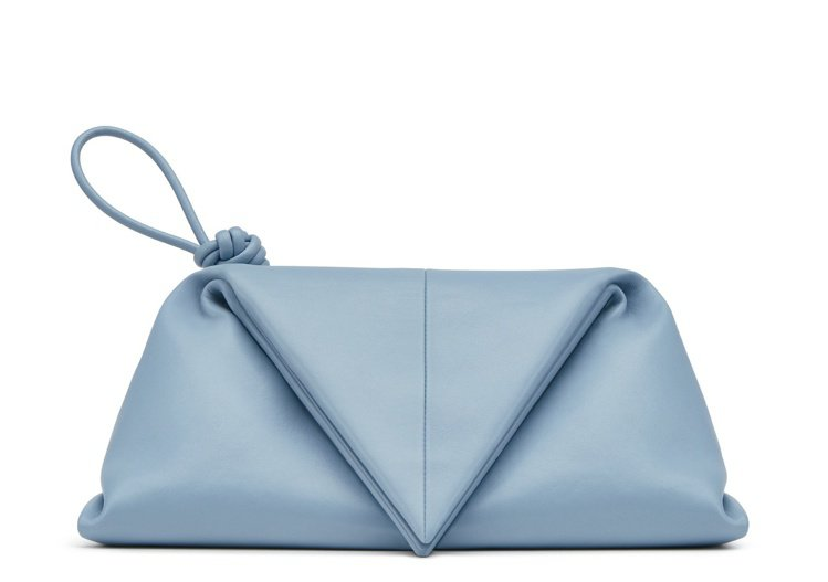 Envelope Clutch小羊皮手拿包,65,100元。圖/BOTTEGA ...