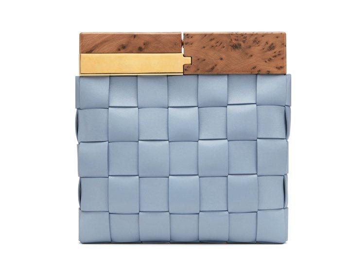 BV Snap櫸木編織小羊皮手拿包,10萬8,600元。圖/BOTTEGA VE...