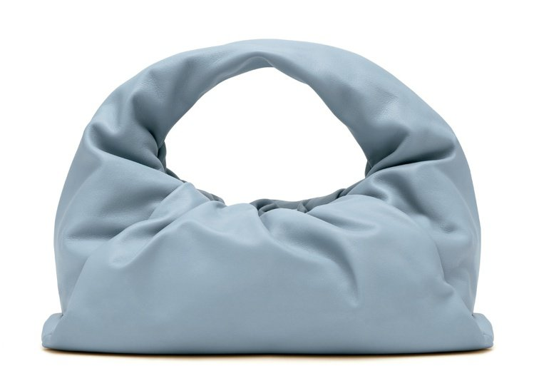 Shoulder Pouch小牛皮肩背包(小),89,800元。圖/BOTTEG...