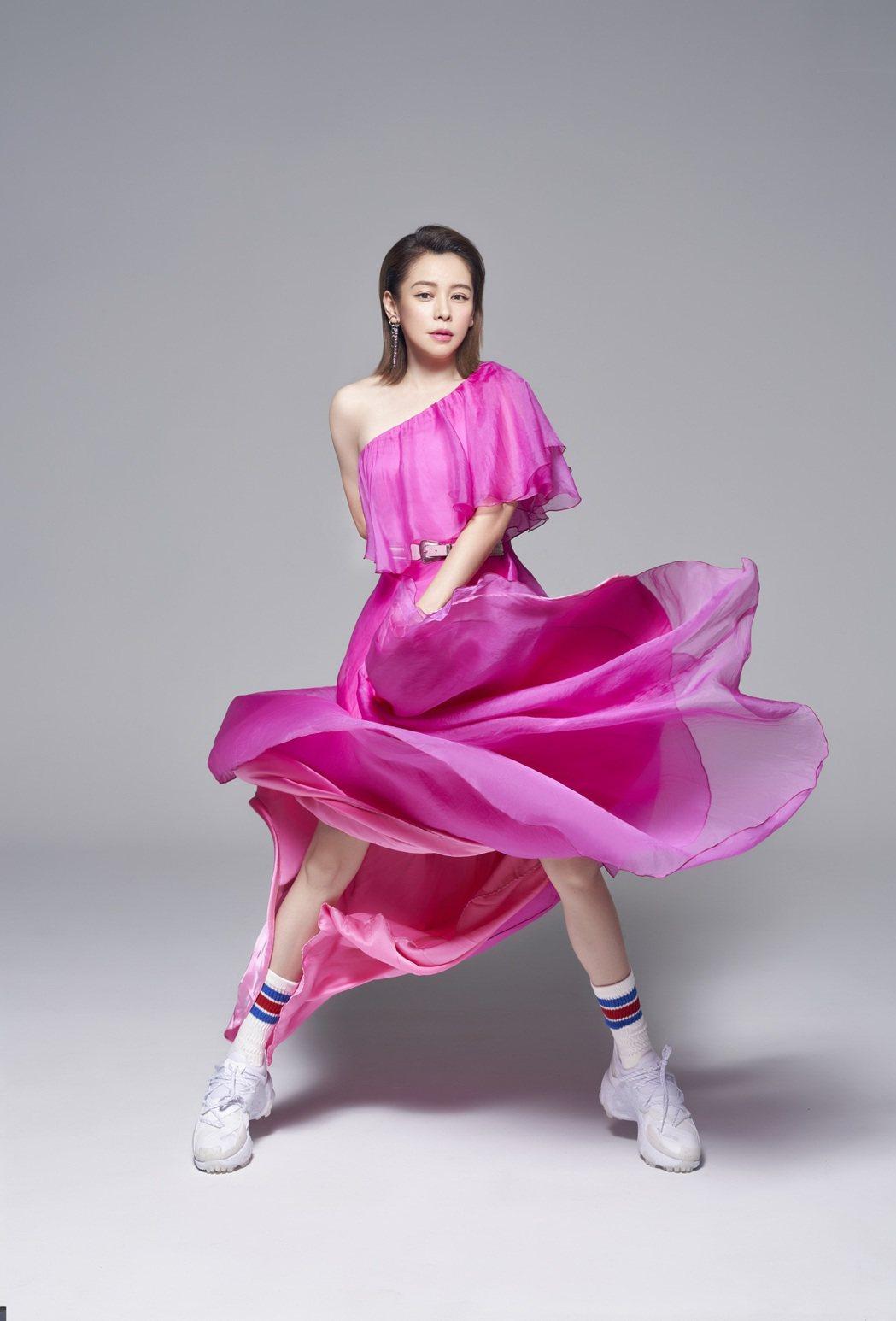 徐若瑄表示身上的粉色禮服正好是父親最愛的蘭花顏色。圖/索尼音樂提供