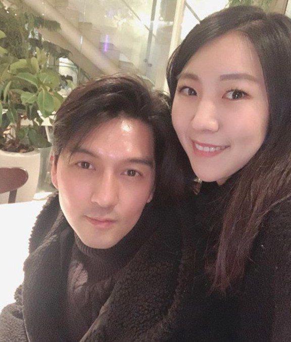 李畢茂(左)與現實生活中的老婆徐秀妍。圖/緯來提供