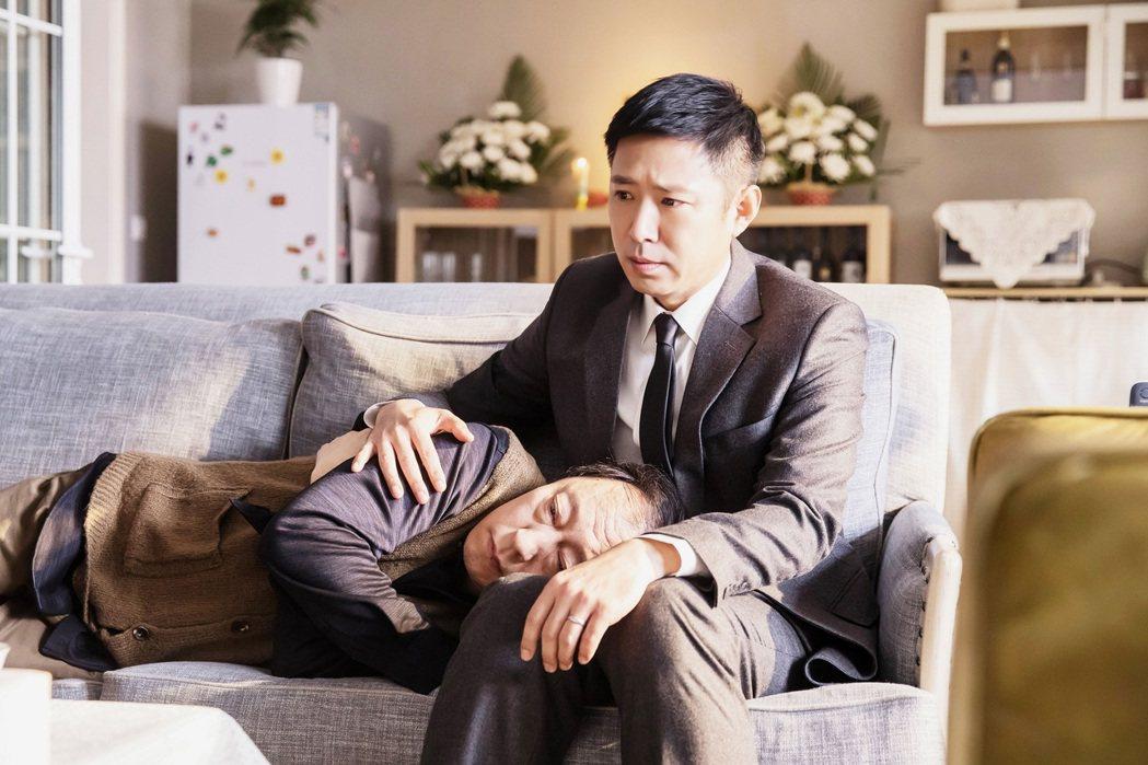 倪大紅(左)、高鑫飾演父子。圖/八大提供