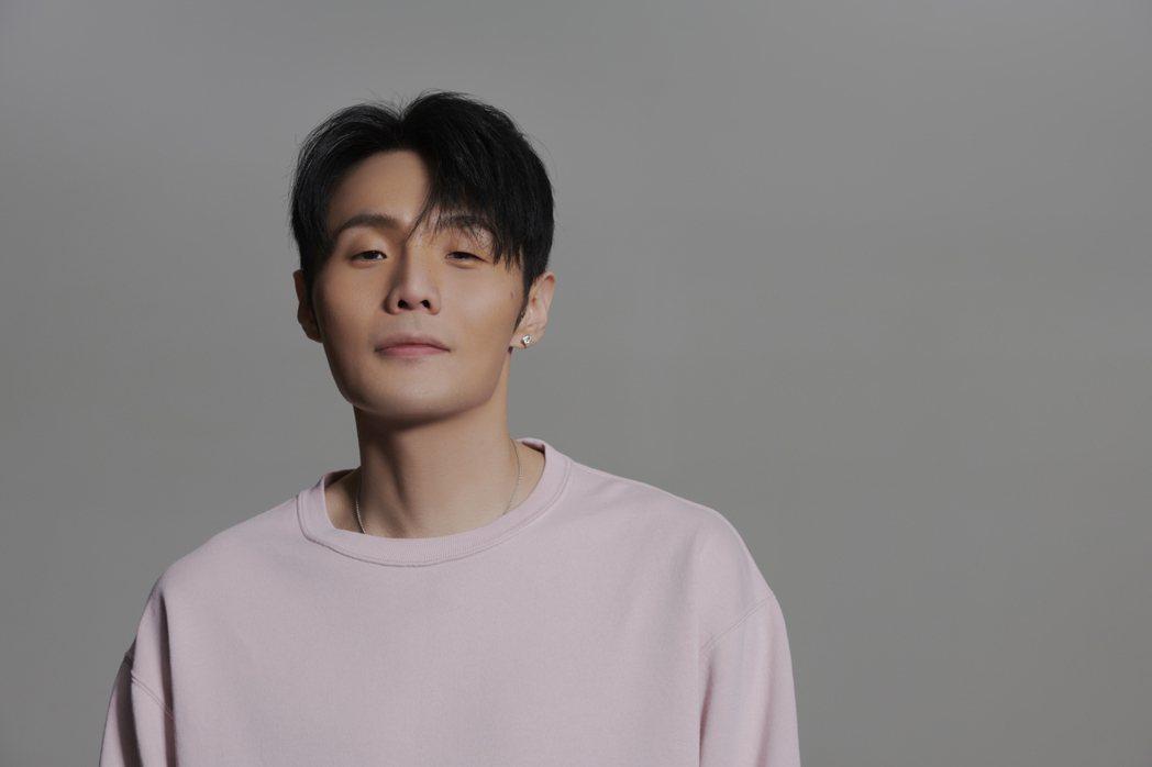 李榮浩包辦新歌「等著等著就老了」的詞曲創作。圖/華納音樂提供
