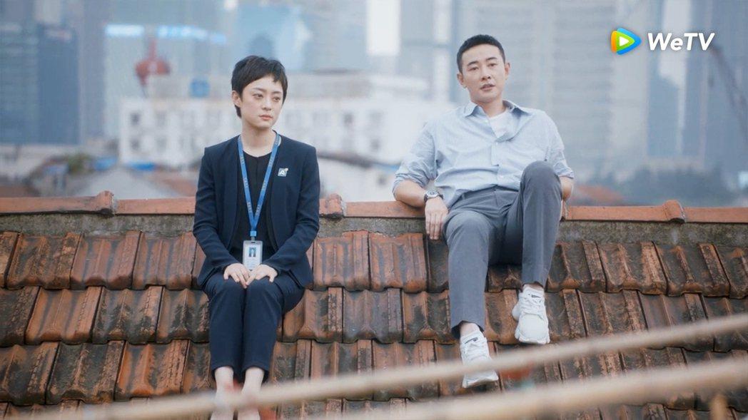 孫儷(左)在「安家」中成長背景坎坷,羅晉暖心相伴。圖/WeTV提供