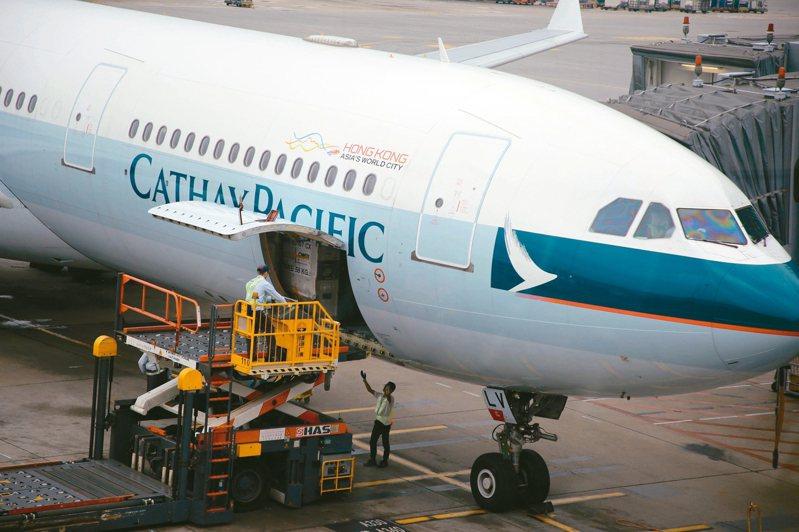 國泰航空日前公布去年盈利16.9億港元,同比去年下跌28%。 香港中通社