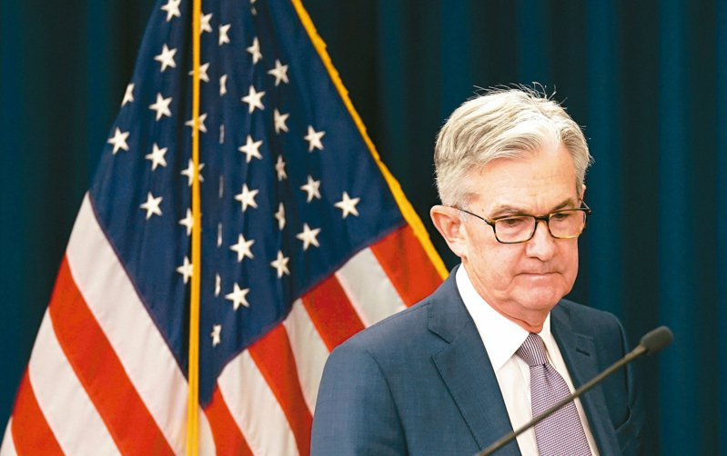 美國聯準會23日宣布第二波寬鬆行動,包括無限量買進債券,以壓低借貸成本。圖為聯準會主席鮑爾。 路透