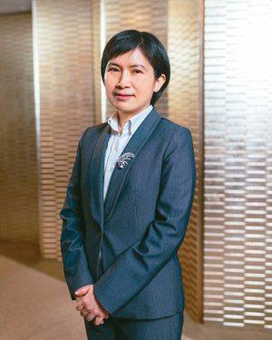中國人壽總經理黃淑芬表示,集中力量讓同仁化身壽險鋼鐵人,外在透過科技賦能提升服務效率,內在要打造有溫度的服務價值。 中國人壽/提供