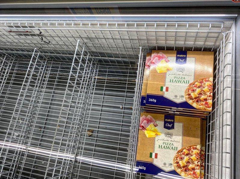義大利人掃光冰櫃食品,唯獨不碰夏威夷披薩。 圖/翻攝自twitter@bianco222