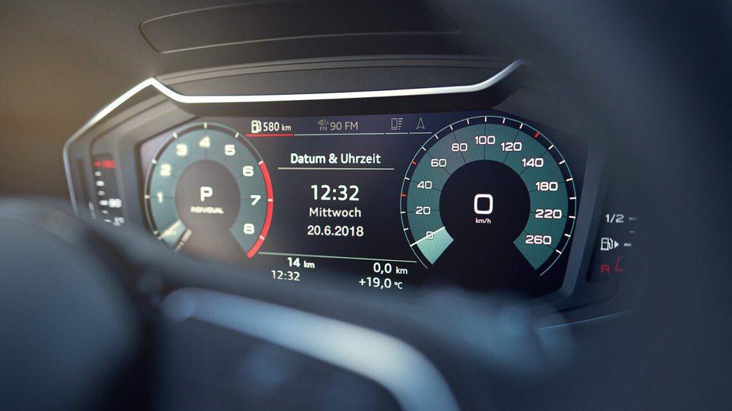 10.25 吋全數位儀表板結合觸控螢幕與Audi 智慧型手機介面讓操作更直覺化。...