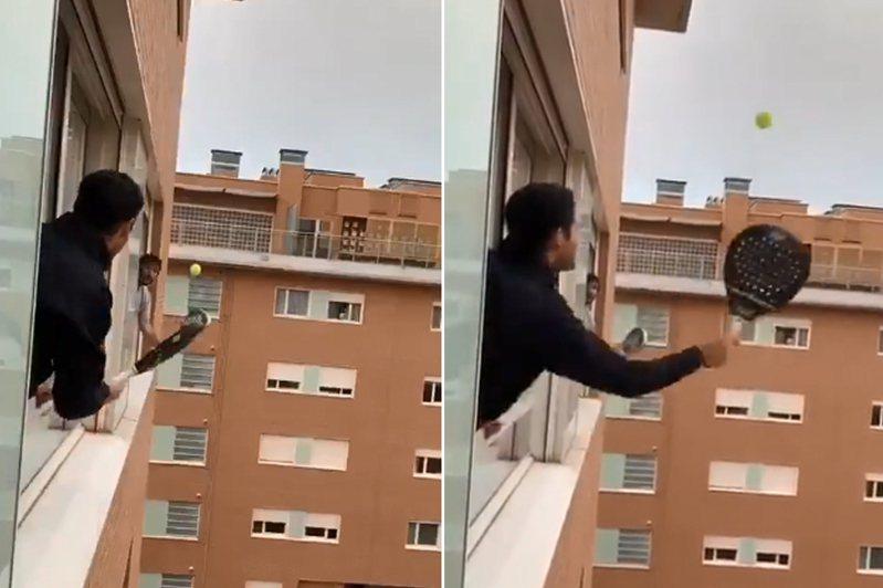 2名義大利男子上身探出窗外打網球。 圖/翻攝自推特影片