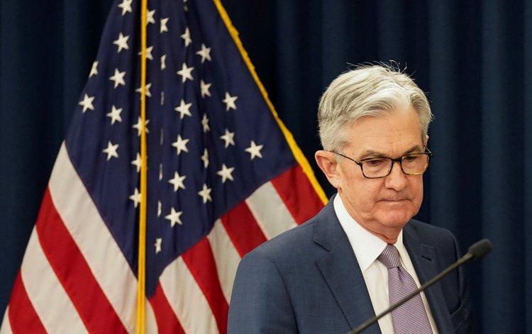 美國聯準會突然在15日宣布降息四碼,將基準利率降為接近零。圖為聯準會主席鮑爾。 ...