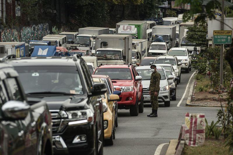 菲律賓擴大封鎖整個呂宋島後,宣布暫時關閉金融市場。法新社