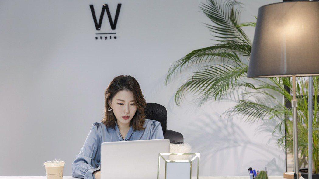數年前的網購女裝當紅品牌「東京著衣」前創辦人周品均將跨足美妝界,擴大事業版圖。 ...