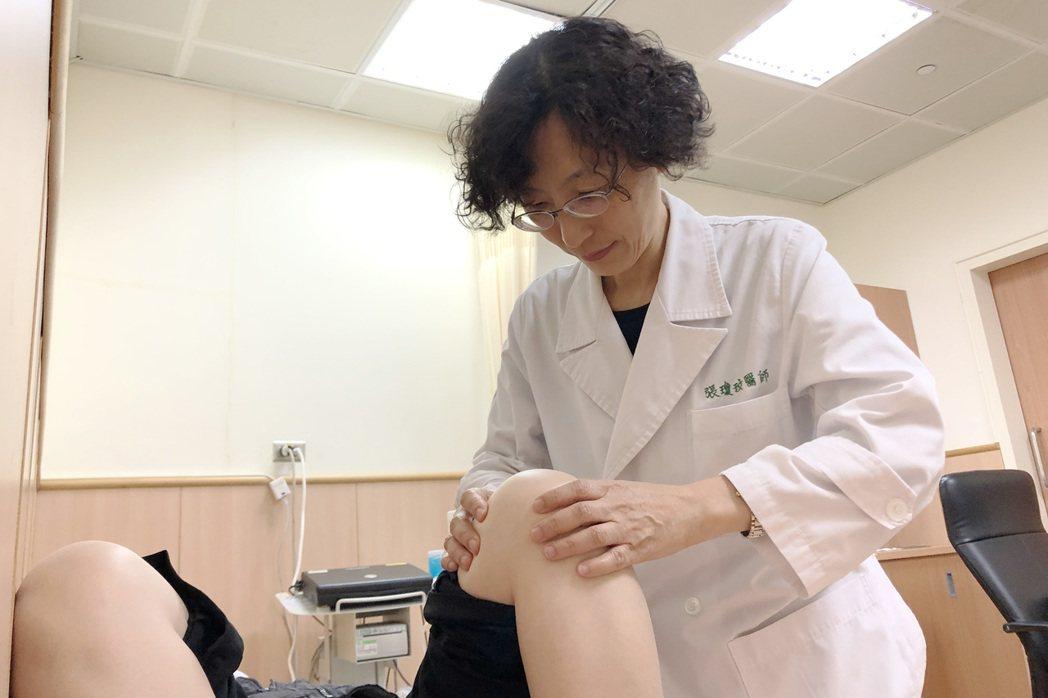 假日運動員易生運動傷害,尤其膝關節部位,醫師呼籲應循序漸進。記者游振昇/攝影