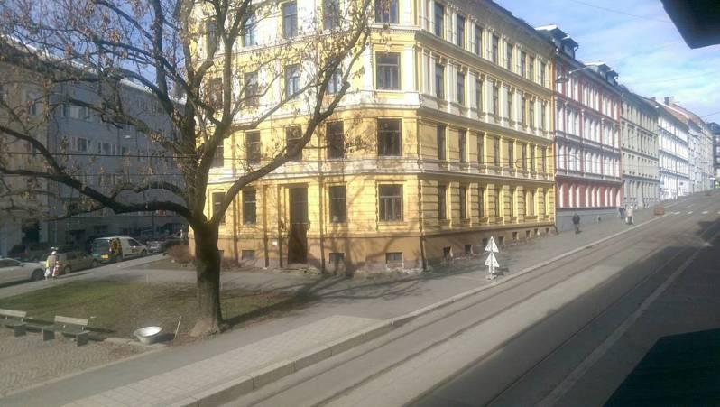 中午的奧斯陸街道,平常都是人來人往,但新冠肺炎爆發後,街道變得非常冷清。 圖/王小姐提供