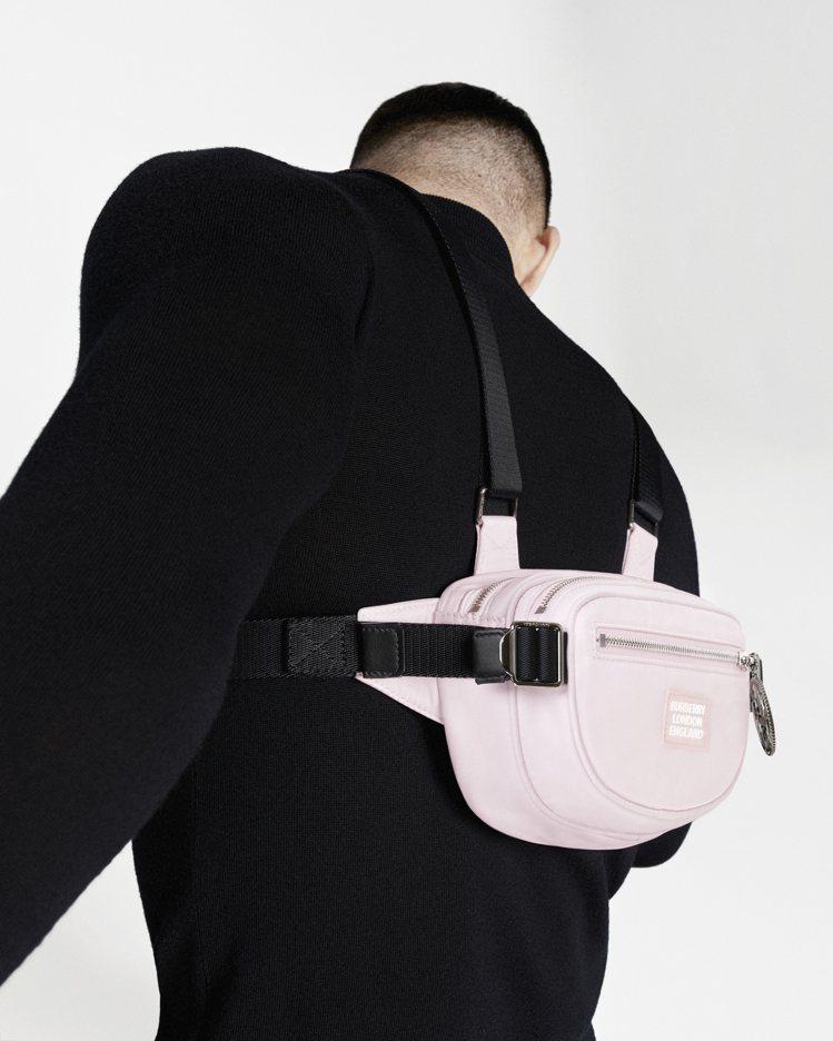 ECONYL Cannon腰包是一款中性且前、後配戴皆宜的包款。圖/BURBER...