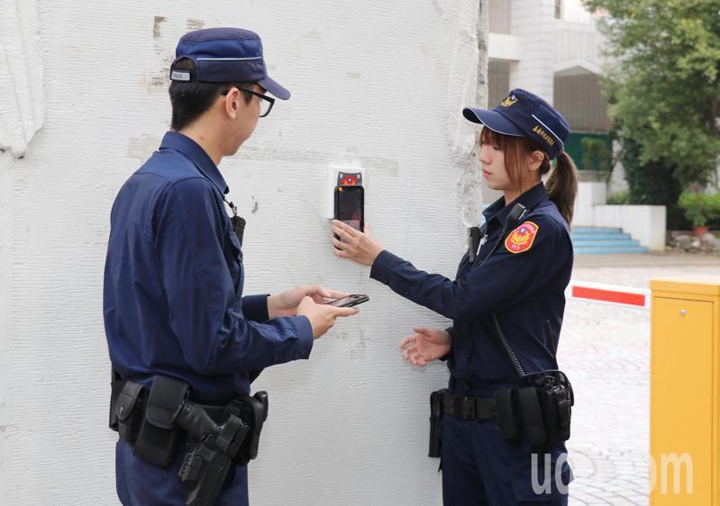 嘉義市警局明天將啟動全市773個「嘉e巡簽-智慧巡邏箱」。記者李承穎/攝影
