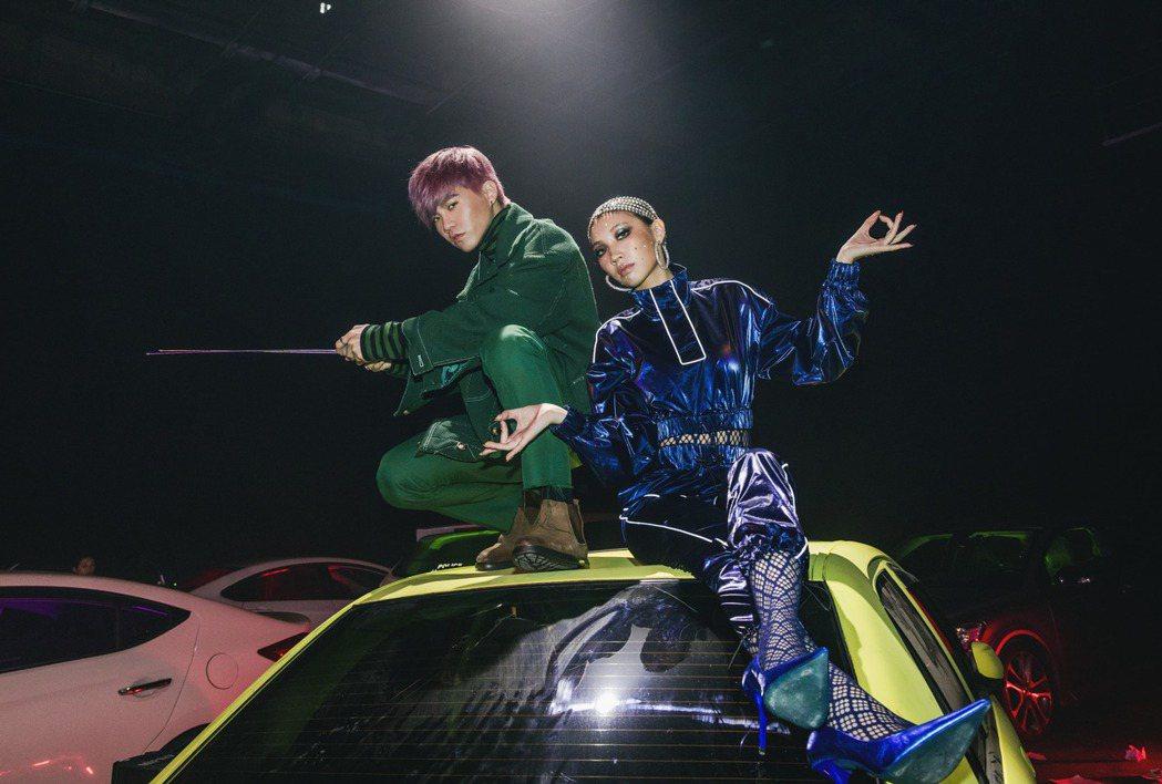 Spark皇毅(左)邀來Karencici合唱新歌。圖/華研國際提供