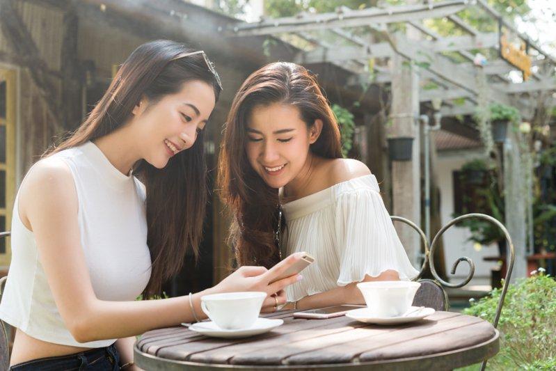台灣之星嚴選「T-Select」整合生活聯名資費、生活優惠領取平台與跨界合作精選商品。圖/台灣之星提供