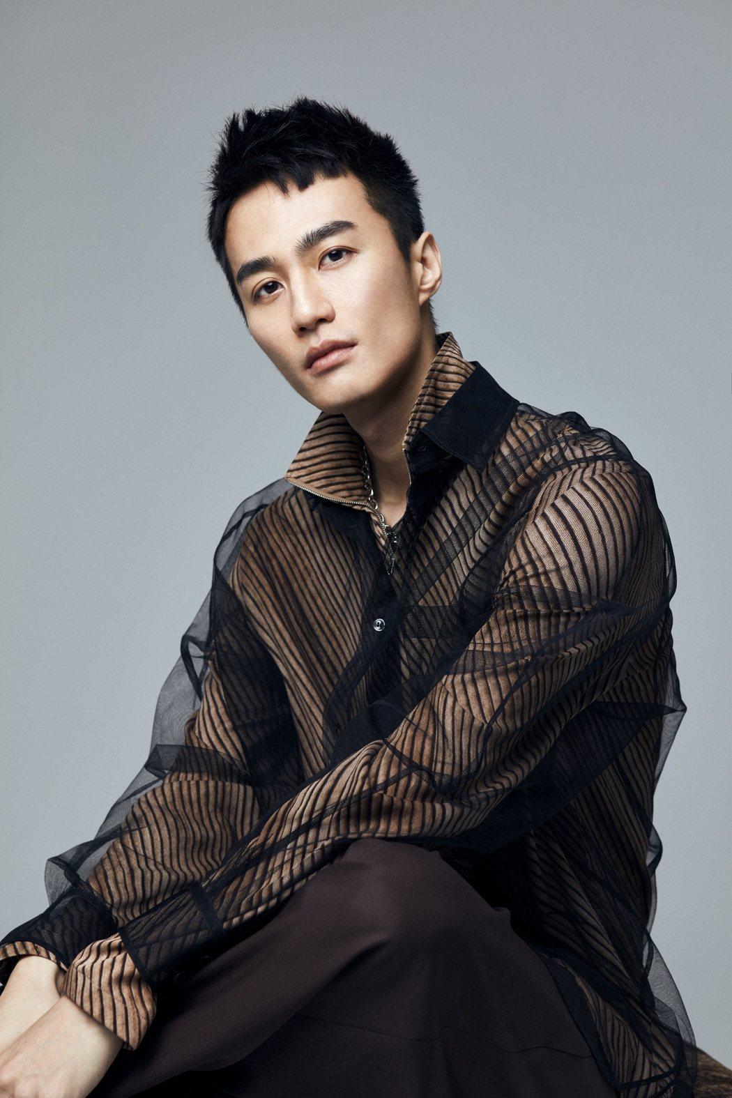 李英宏暌違4年推出新專輯「水哥2020」,預購即空降銷售榜冠軍。圖/顏社提供