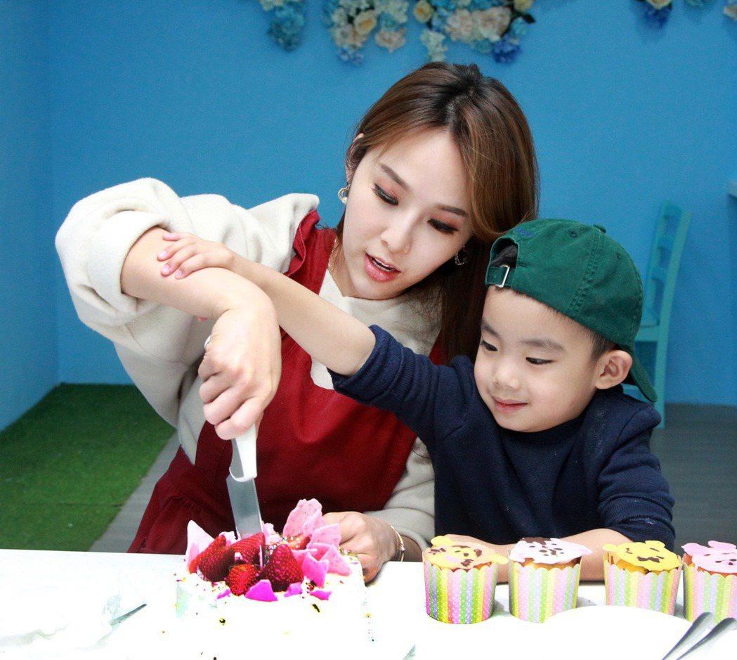 因為和同學小孩一起體驗,張齡予被誤會已經當媽。圖/三立提供