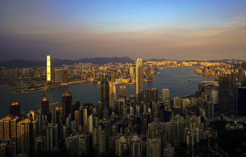 美國智庫傳統基金會公布最新「經濟自由度指數」報告,香港被新加坡首次超越,跌至第2位。香港自1995至2019年連續25年蟬聯全球經濟自由度指數第一。(香港中通社)