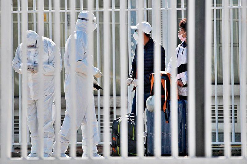 北京加強防疫工作,自境外抵京,一律強制隔離十四天,費用自付。美聯社