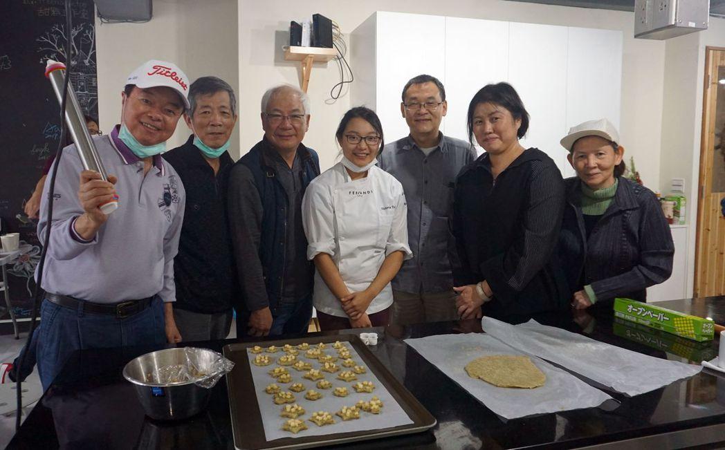 Tree House甜點工作室負責人卓庭宜Vickie(左四)與錫口扶輪社參與實...