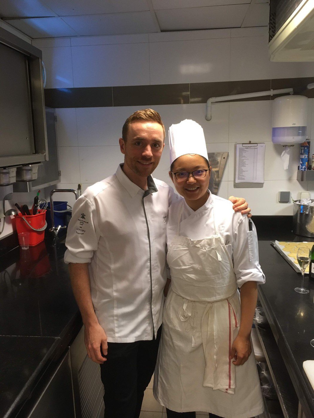 在法國五星級飯店加勒王子飯店(Prince Des Galles)展開甜點實習。...