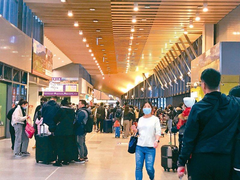 台鐵清明連假今天凌晨零時開放搶票,民眾反應系統比往常順。圖為花蓮車站。 圖╱聯合報系資料照片