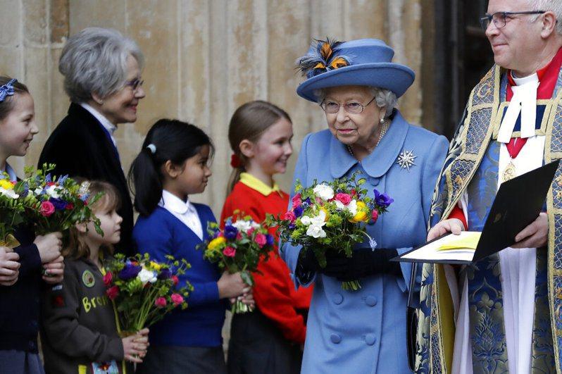 由於新冠肺炎疫情關係,女王伊麗莎白二世(Queen Elizabeth II)將提早一週搬到溫莎城堡。 美聯社