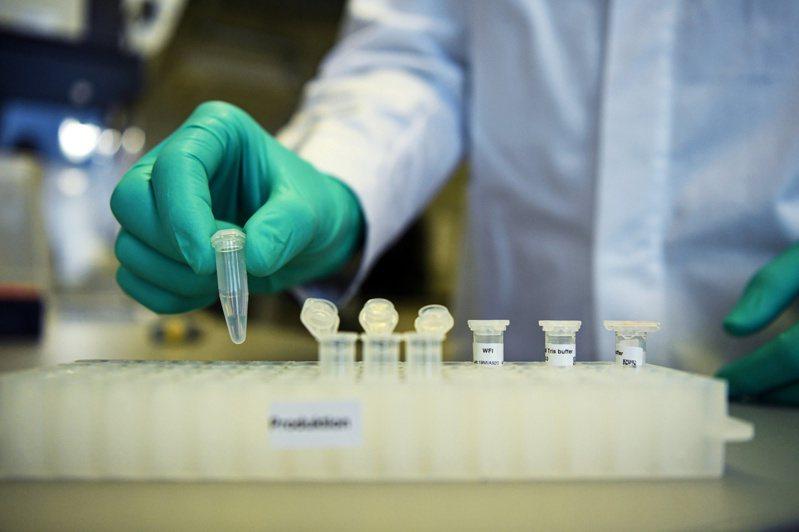 各國科學家全力投入2019冠狀病毒疾病(COVID-19,新冠肺炎)疫苗的研發,與時間賽跑。 路透