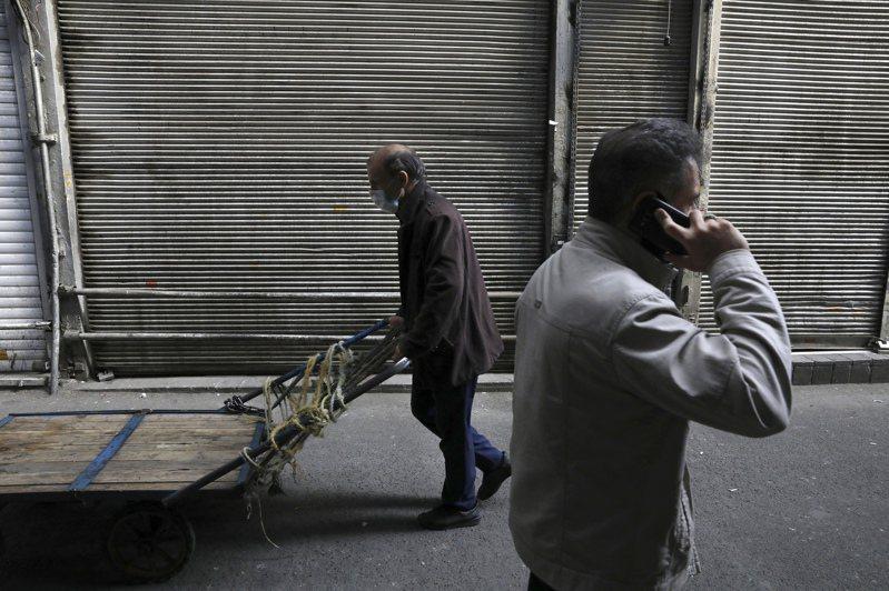 研究顯示,年逾80歲長者感染新冠肺炎的致死率達21.9%,但伊朗近來有2名90歲以上的高齡病患卻能痊癒,其中一人還是103歲的人瑞。 美聯社