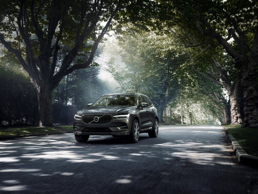 Volvo XC60 B5 擁有更順暢的動力曲線與額外供給 14 hp 馬力超增...