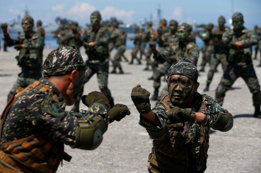 精簡兵力以打造精銳部隊是世界趨勢,招募士兵困難而導致兵源短缺也不是台灣獨有的問題。 圖/路透社