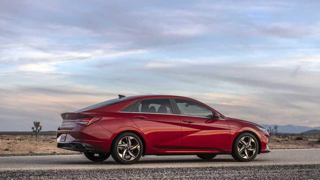第七代Elantra在車身尺碼比起現行款車身尺寸都有增長。 摘自Hyundai