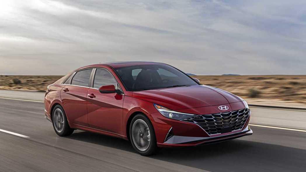 採用了全新K3小型車平台,在車重、操控性和燃油經濟性都有好表現。 摘自Hyund...