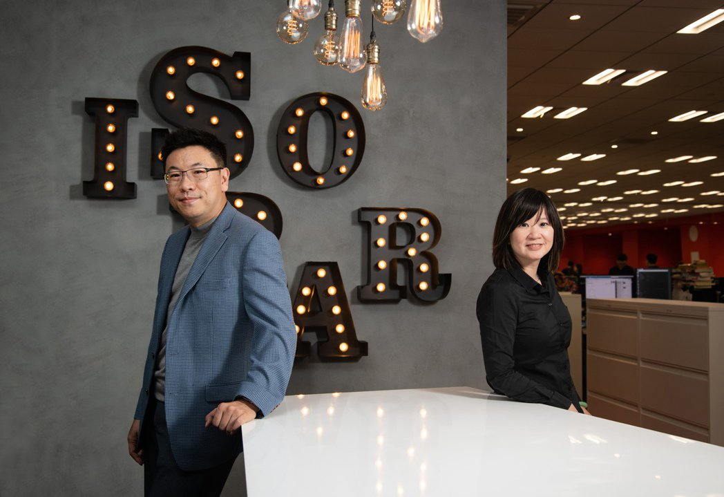 安索帕行銷科技方案副總經理時繼文與事業合夥人王蓉平。(黃明堂)
