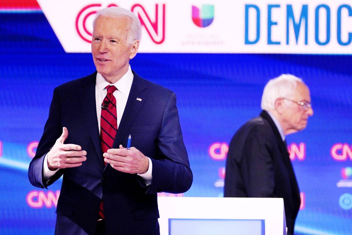 疫情警戒升溫中,2020年美國總統大選的民主黨初選,17日晚間仍如期展開。儘管投...